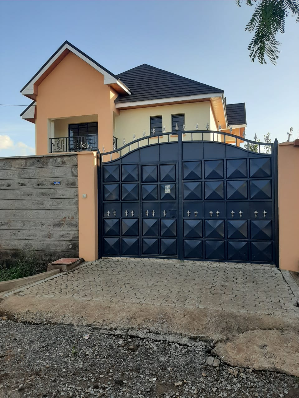 Exquisite 4 Bedroom all en suite masionette for sale in Membly Estate